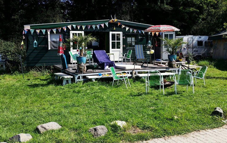 Schattig campinghuisje