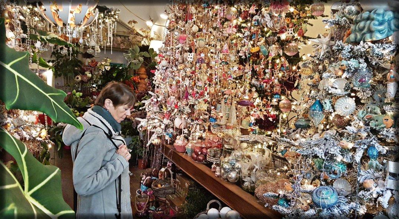 Many christmas balls in Leiden